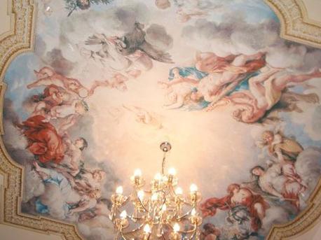 Натяжной потолок классика зал фото
