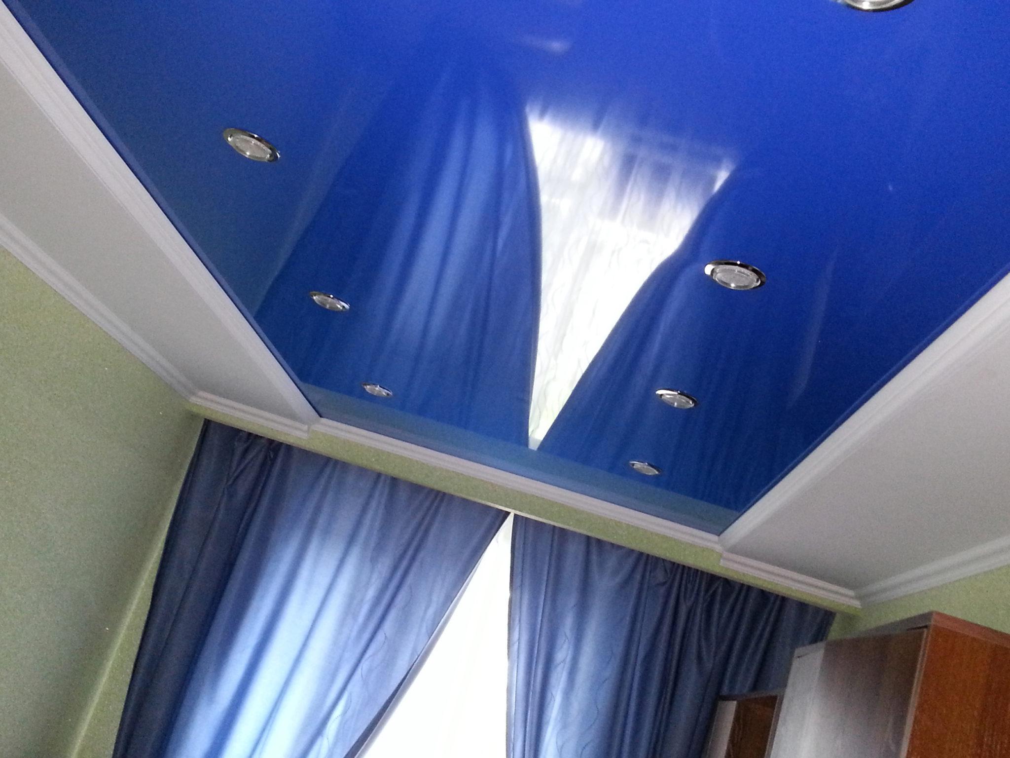 Квадратный натяжной потолок