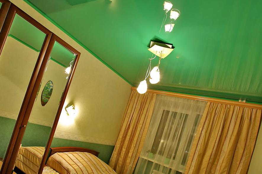 Сочетания штор и натяжного потолка и их варианты